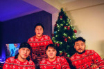 S4 хамтлаг хөгжимгүй That's Christmas to Me дууг коверложээ